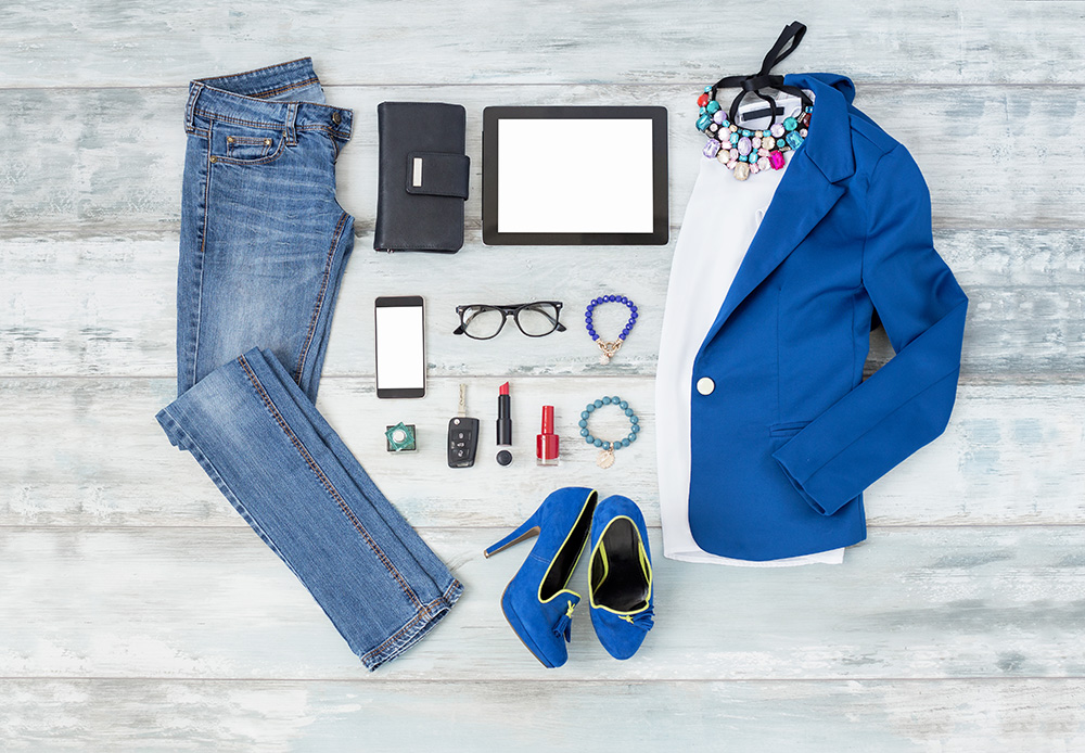 Blue tuxedo jacket with jeans outfit