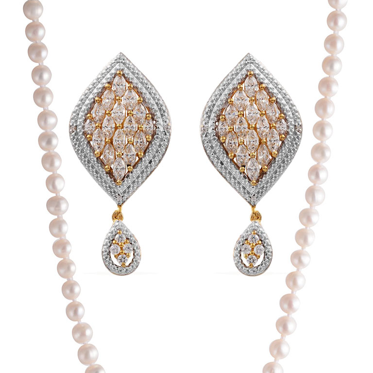 Wedding jewelry sets—crystal earrings and pearl necklace.