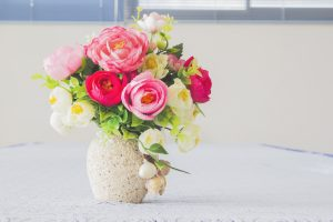 Last minute Valentine's Day gifts: Flowers in a vase