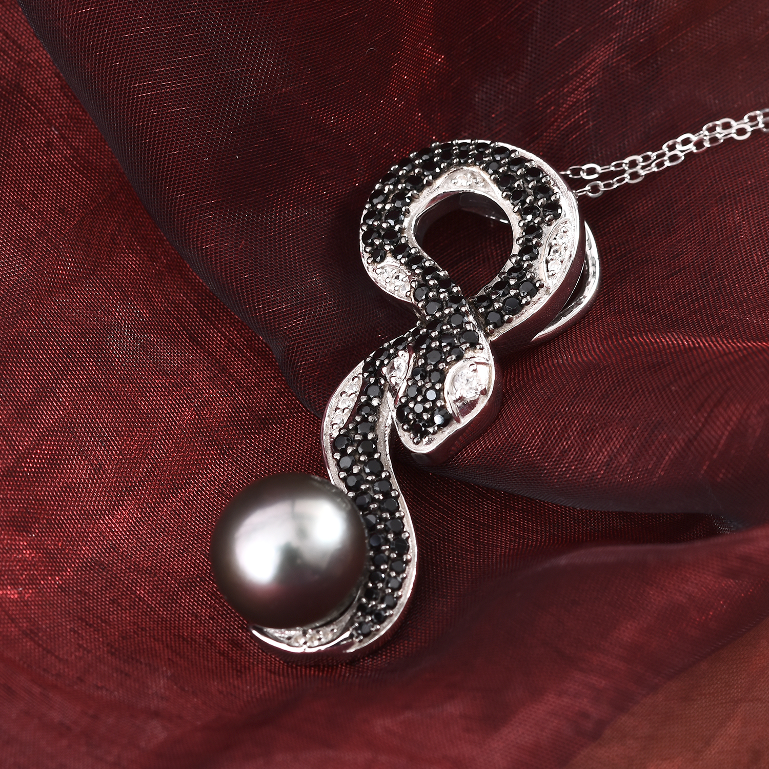 Tahitian pearl pendant by Giuseppe Perez.
