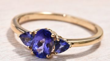 AAA tanzanite ring in yellow gold.