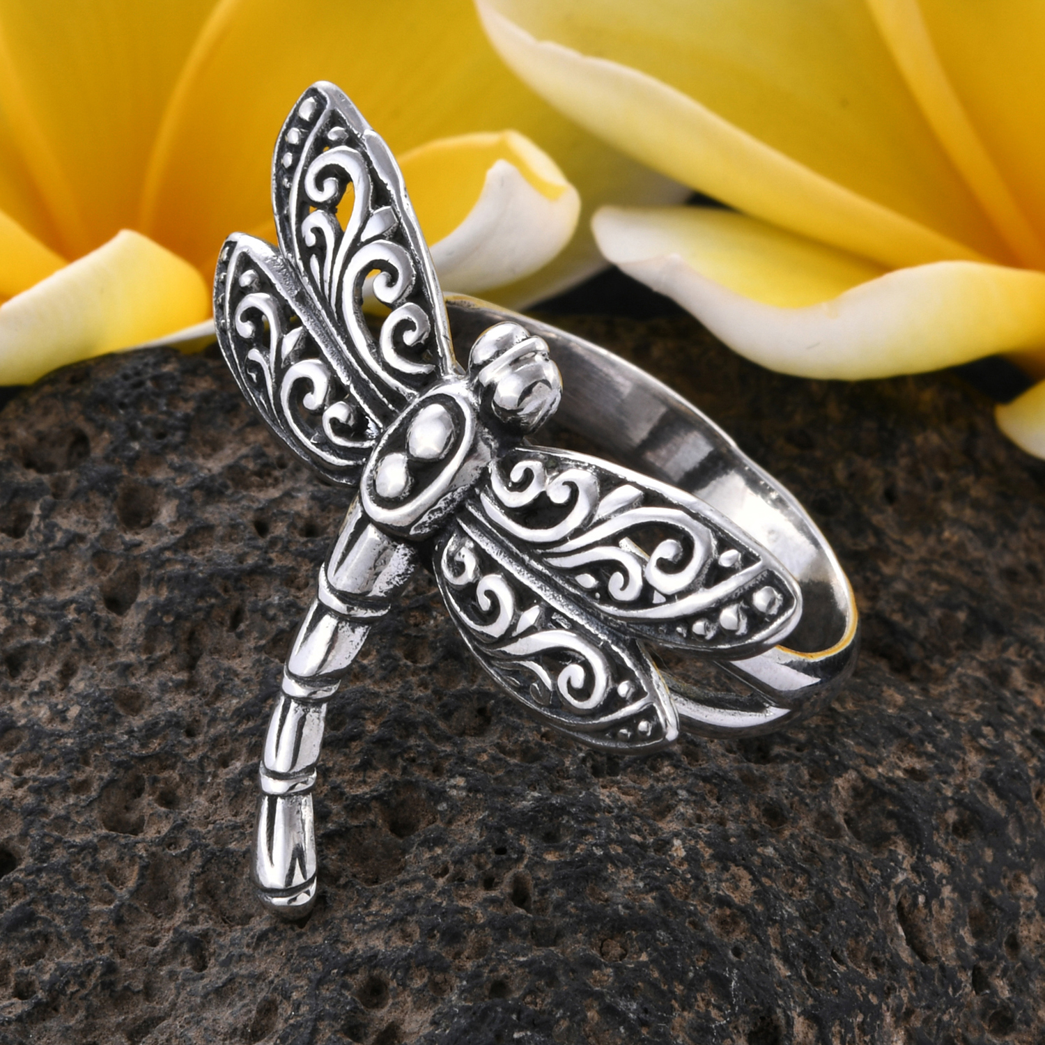 Bali crafted sterling silver dragonfly ring.