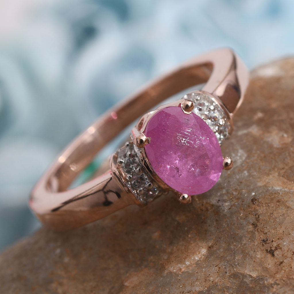 Hot pink sapphire ring in gold.